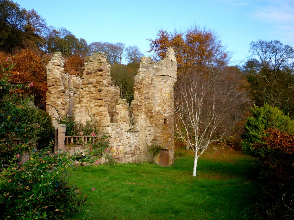 Fall - ruined keep West Wemyss