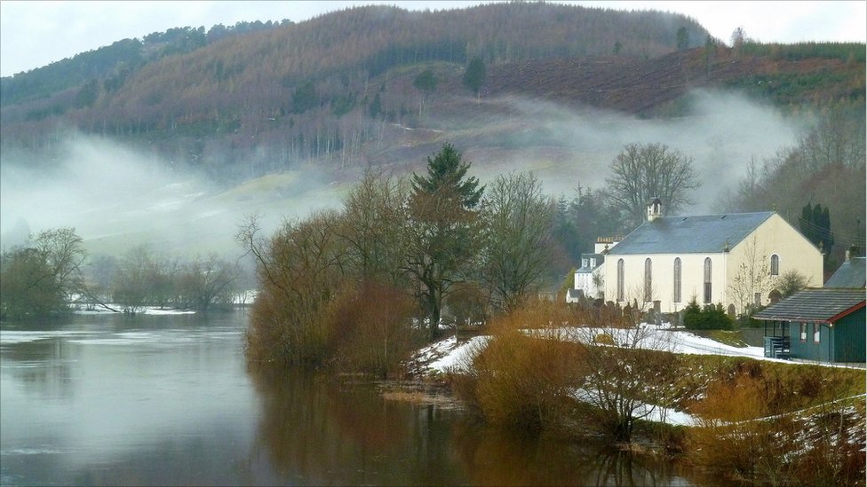 Winter - The Tay next to Logierait