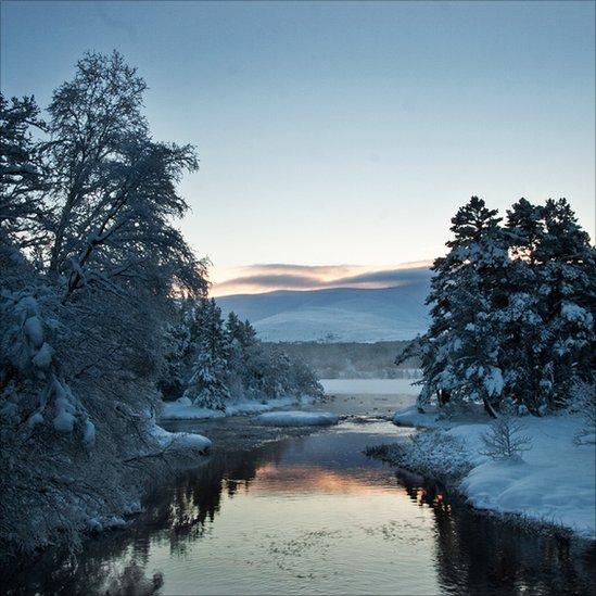 Winter Loch Morlich (2)