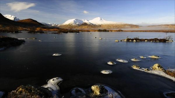winter-clach-leathad-meall-abhuiridh-from-lochan-na-h-achlaise