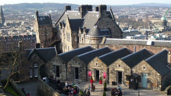 winter-edinburgh-castle