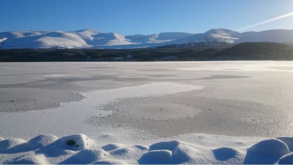 winter-loch-morlich-cairngorms
